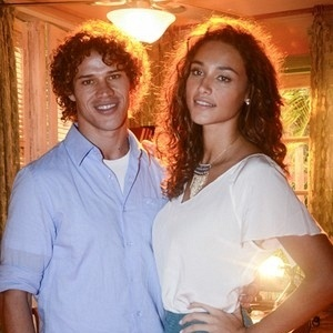 O casal de atores José Loreto e Débora Nascimento