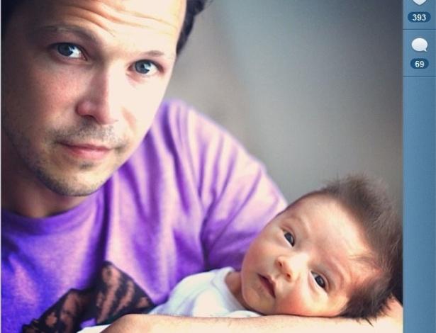31.mai.2013 - Guilherme Berenguer publica foto com seu filho, Sebastian, no Instagram