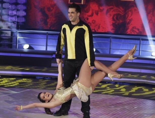 2.jun.2013 - Bruna Marquezine e Átila Amaral dançam