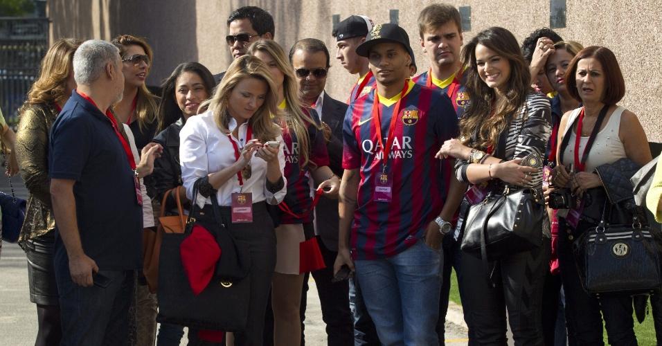 3.jun.2013 - Bruna Marquezine acompanha a apresentação de Neymar em Barcelona