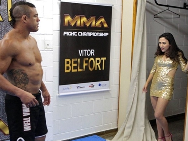 "Em ""Amor à Vida"", Valdirene tenta seduzir Vitor Belfort, mas toma ducha de água fria"