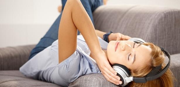 Os acordes despertam emoções primárias, como alegria ou tristeza, e o ritmo e o volume influenciam até na pressão sanguínea