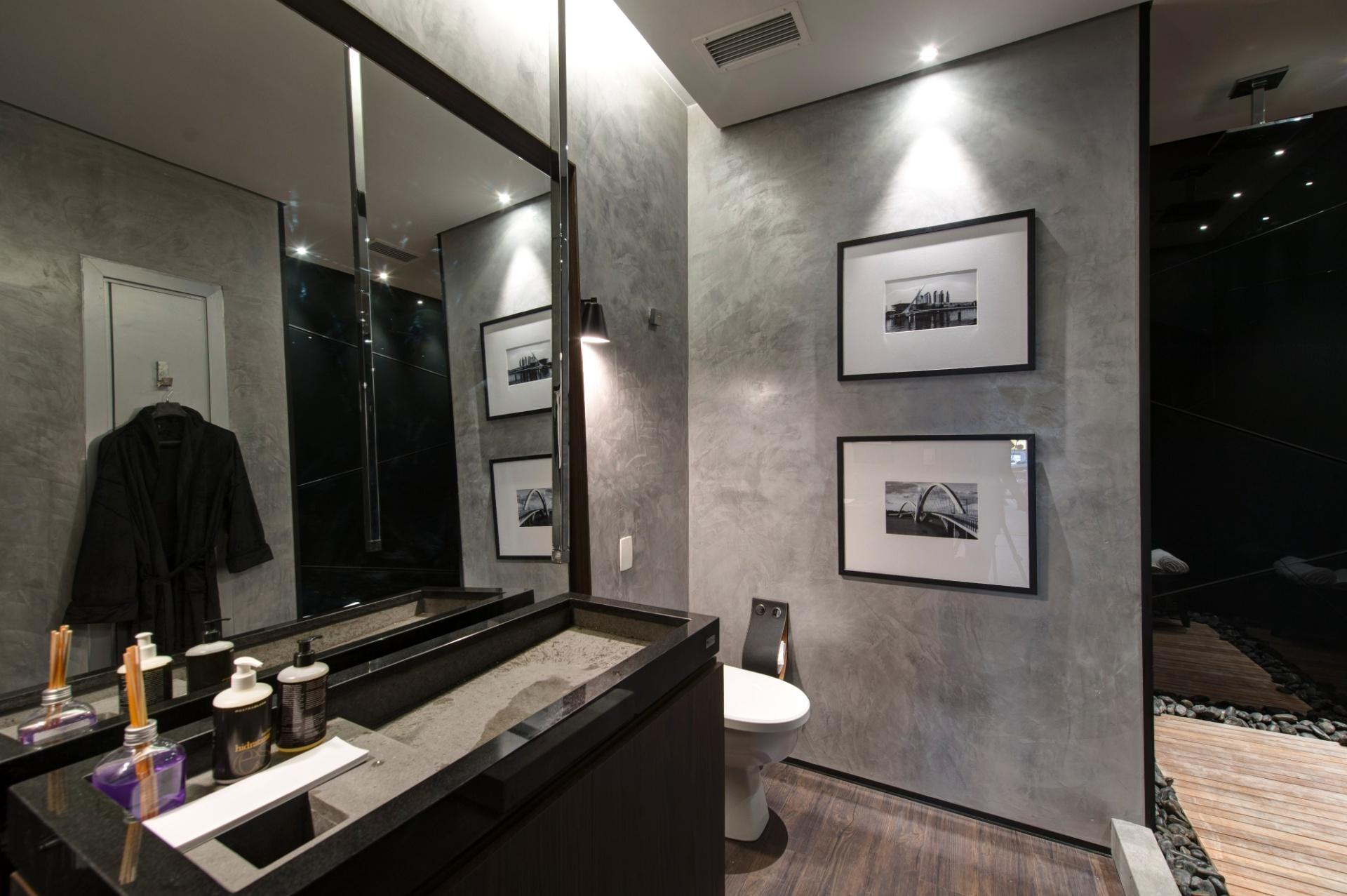Quem assina o banheiro masculino no 25ª andar é o profissional Fabio Morozini. A 3ª Mostra Black fica aberta à visitação até dia 9 de julho de 2013, nos cinco últimos andares da torre anexa ao shopping JK Iguatemi, em São Paulo