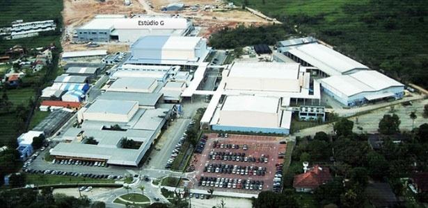http://imguol.com/c/entretenimento/2013/06/03/vista-aerea-do-recnov-complexo-de-estudios-de-novelas-da-record-inaugurado-em-2009-1370296361108_615x300.jpg