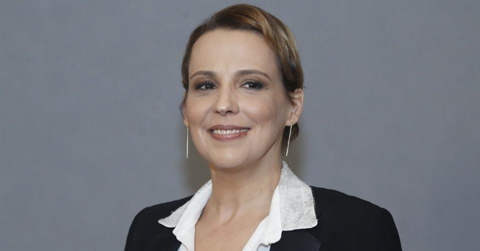 """4.jun.2013 - Ana Beatriz Nogueira volta à TV como Maria Aparecida, papel que foi de Eloísa Mafalda em """"Saramandaia"""""""