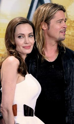 4.jun.2013 - No dia em que completa 38 anos, Angelina Jolie vai à pré-estreia com o marido na Alemanha