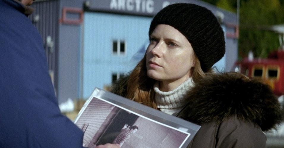 """Amy Adams no papel de Lois Lane. """"Ela definitivamente é uma figura e se envolve em muitos problemas"""", disse a atriz sobre sua personagem"""
