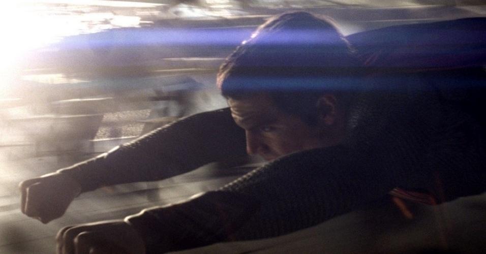 """Henry Cavill vive o novo Super-Homem em """"O Homem de Aço"""". """"O desafio era fazer um Superman mais realista. Um Superman que existisse no mundo real"""", disse David S. Goyer, roteirista dessa nova aventura cinematográfica dirigida por Zack Snyder"""