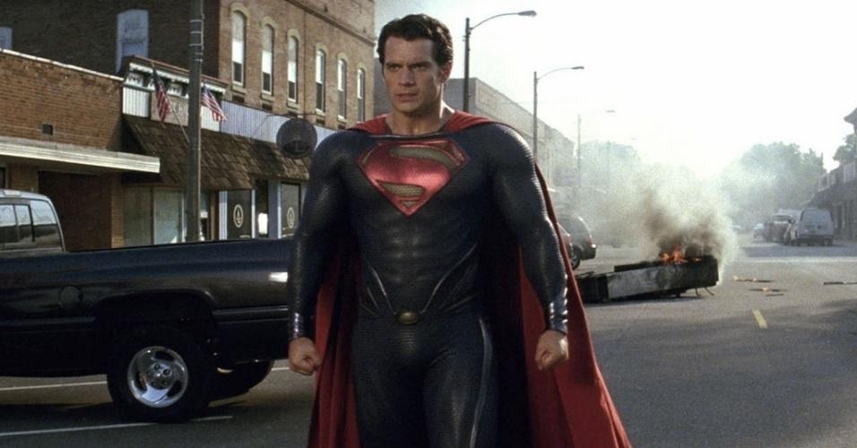 """Henry Cavill vive o novo Super-Homem em """"O Homem de Aço"""". O desafio era fazer um Superman mais realista. Um Superman que existisse no mundo real?, disse David S. Goyer, roteirista dessa nova aventura cinematográfica dirigida por Zack Snyder"""
