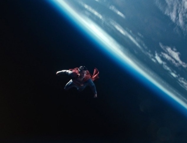 """O novo """"Homem de Aço"""" terá o herói enfrentando dois vilões de seu próprio planeta e também lidando com """"kryptonita emocional"""", de acordo com o diretor Zack Snyder"""