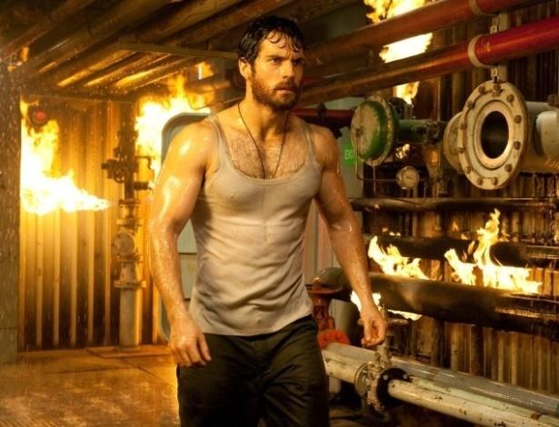 Para viver o Superman, Henry Cavill precisou ganhar mais massa corporal e aceitou ingerir 5 mil calorias por dia e fazer exercícios pesados