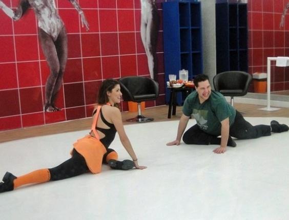 05.jun.2013 -  No segundo dia de ensaios, Tiago Abravanel questiona perda de peso