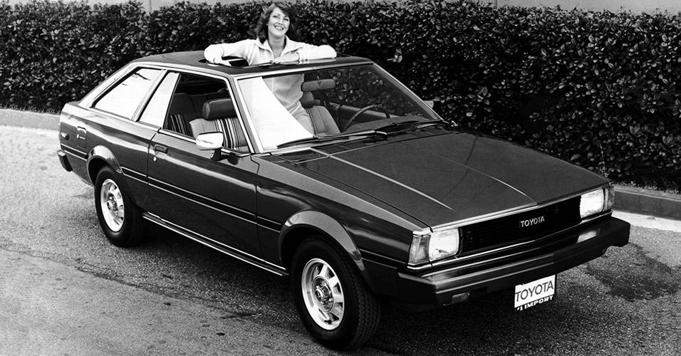 Toyota Corolla 1980 com teto solar