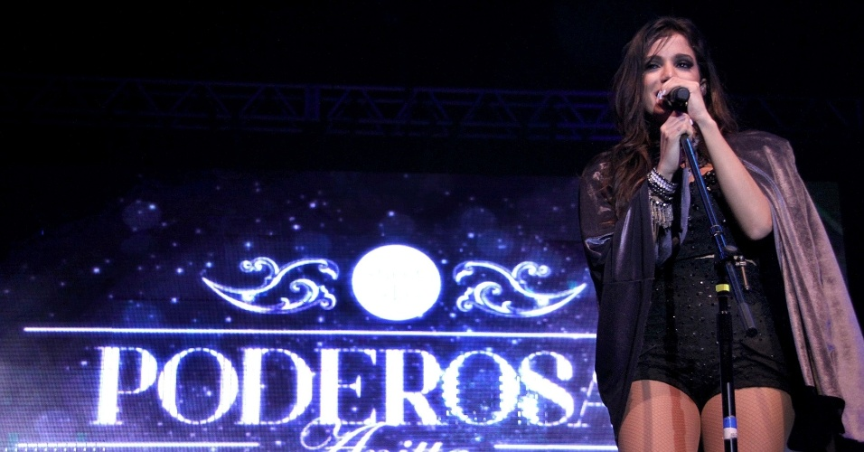 6.jun.2013 - Anitta faz show na casa noturna Barra Music, localizada na zona oeste do Rio de Janeiro