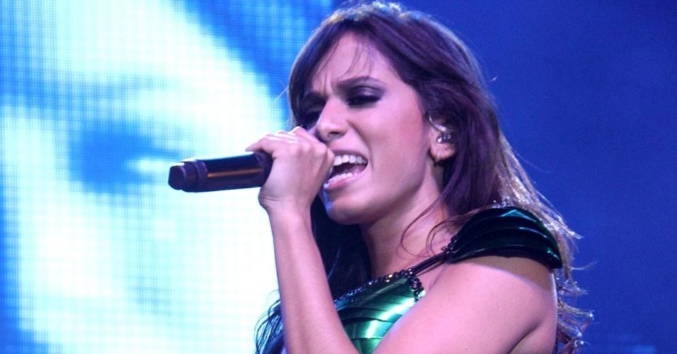"""6.jun.2013 - Anitta faz show na casa noturna Barra Music, localizada na zona oeste do Rio de Janeiro. Na turnê """"Show das Poderosas"""", a cantora tem uma equipe de 20 bailarinos e 11 músicos e troca de figurino e de cenário ao longo da noite"""