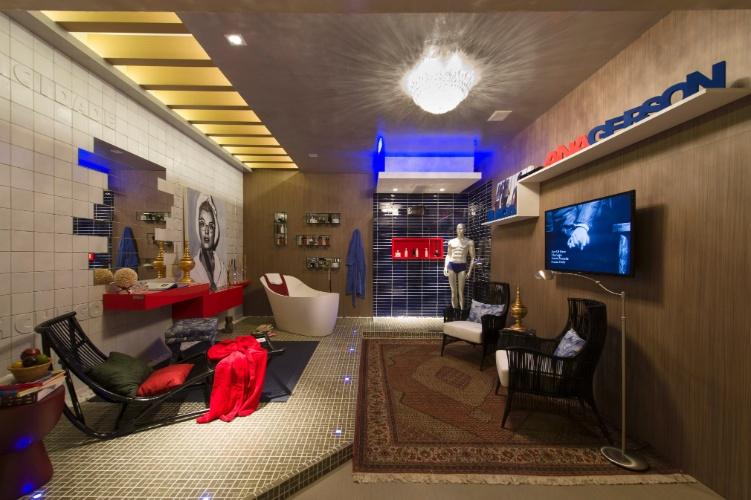 As cores azul petróleo e vermelho se destacam na Sala de Banho e Banheiro Público, projeto assinado pela dupla Gerson Dutra de Sá e Ana Lucia Salama. A 27ª Casa Cor SP segue até dia 21 de julho de 2013, no Jockey Club de São Paulo