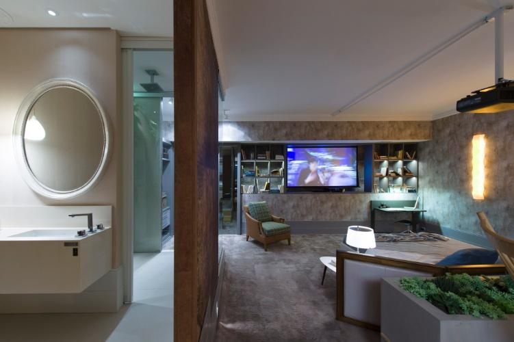 No Loft Urbano, de autoria do escritório In House Designer de Interiores, uma parede separa o banheiro do quarto de casal, proporcionando maior privacidade. A 27ª Casa Cor SP segue até dia 21 de julho de 2013, no Jockey Club de São Paulo