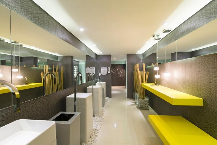 Quem assina o projeto do Banheiro Unissex Menos é Mais são os profissionais Jessica Ruy, Glessio Cagnoni e Juliana Carlini. A 27ª Casa Cor SP segue até dia 21 de julho de 2013, no Jockey Club de São Paulo
