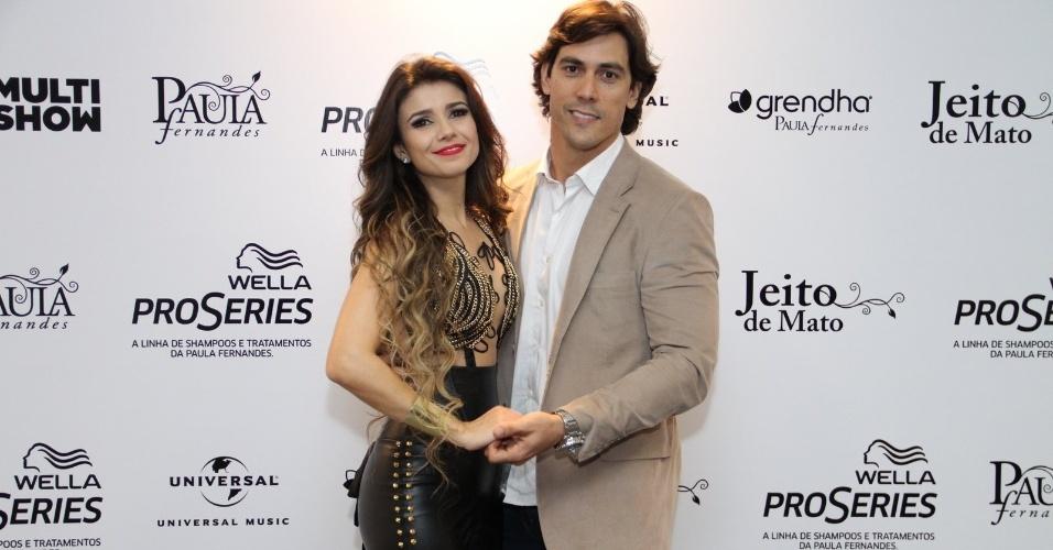 09.jun.2013 - Cantora Paula Fernandes com o namorado Henrique do Valle antes do início do show de gravação de seu segundo DVD