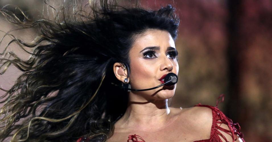 09.jun.2013 - Cantora Paula Fernandes faz show de gravação de DVD no HSBC Arena, no Rio de Janeiro, na noite de sábado (8)