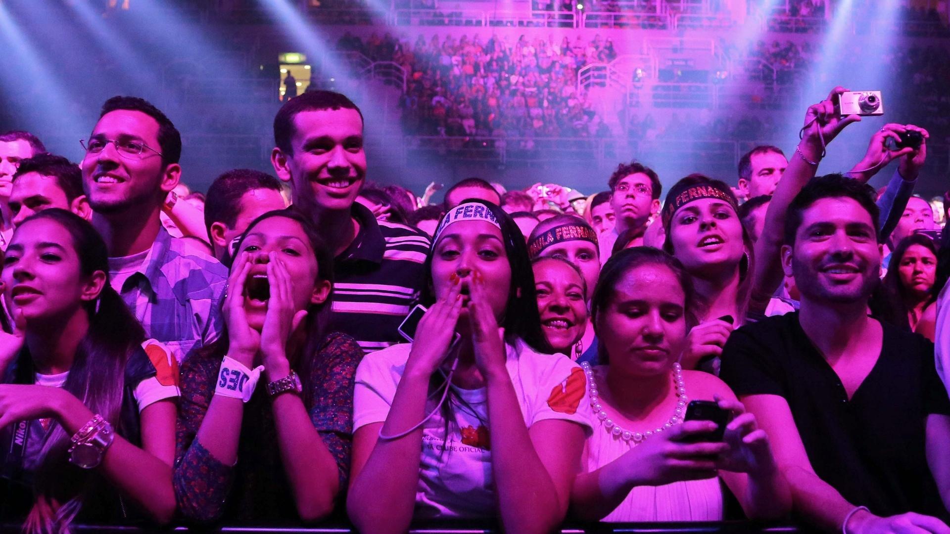 09.jun.2013 - Público carioca lota o HSBC Arena para assistir ao show de gravação do DVD da cantora Paula Fernandes que teve quatro horas de duração, na noite de sábado (8)