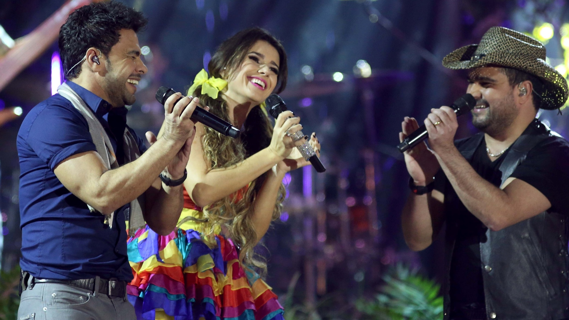 09.jun.2013 - Zezé di Camargo e Luciano cantam