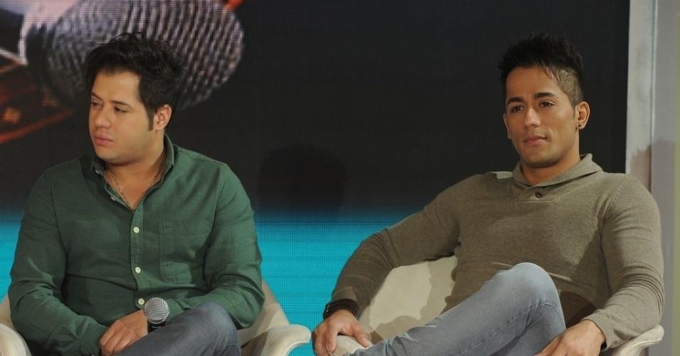 """10.jun.2013 - Hugo e Thiago em coletiva de imprensa do programa """"Festival Sertanejo"""", do SBT"""