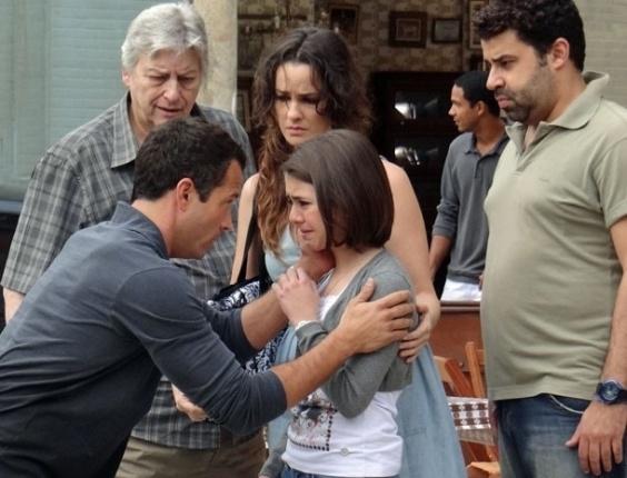 """Em """"Amor à Vida"""", Paulinha passa mal de novo e fica com medo de morrer"""