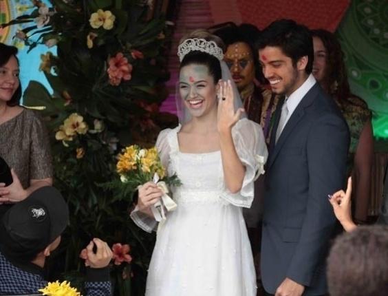 """Em """"Malhação"""", Bruno esquece as alianças no dia de seu casamento com Fatinha"""
