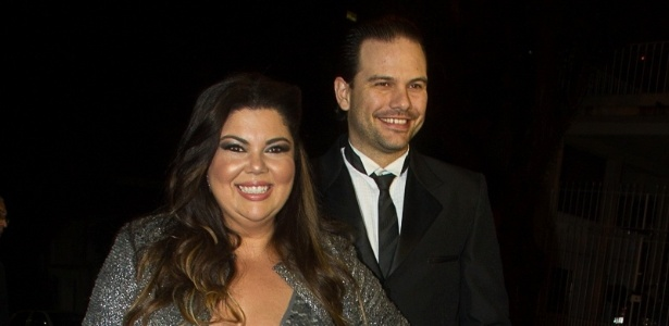 11.jun.2013 - A atriz Fabiana Karla e o marido, Bruno Muniz, chegaram atrasados à cerimônia