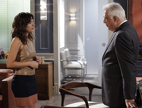 """Em """"Amor à Vida"""", Aline usa sogra para não ser transferida"""