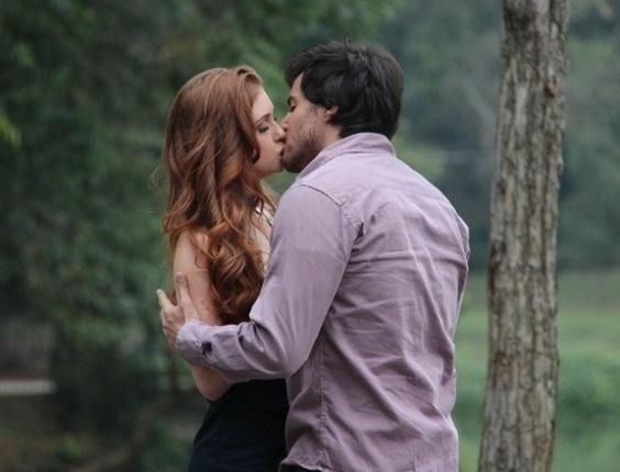 """Em """"Amor à Vida"""", Marina Ruy Barbosa e Ricardo Tozzi gravam primeiro beijo de Thales e Nicole"""