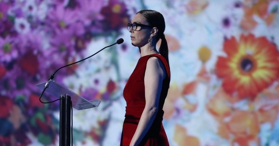 12.jun.2013 - A cantora Adriana Calcanhotto também apresentou o 24º Prêmio da Música Brasileira, no Theatro Municipal do Rio de Janeiro