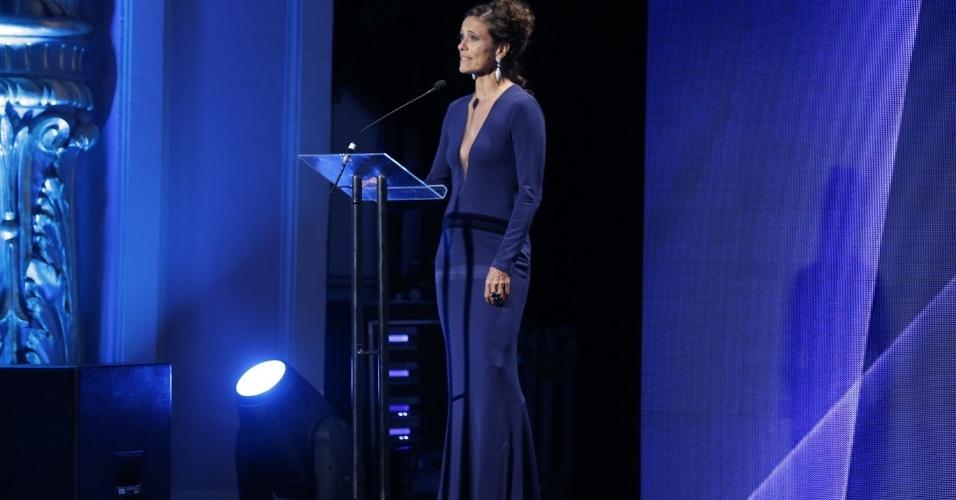 12.jun.2013 - A cantora Zélia Duncan foi uma das apresentadoras do 24º Prêmio da Música Brasileira, no Theatro Municipal do Rio de Janeiro