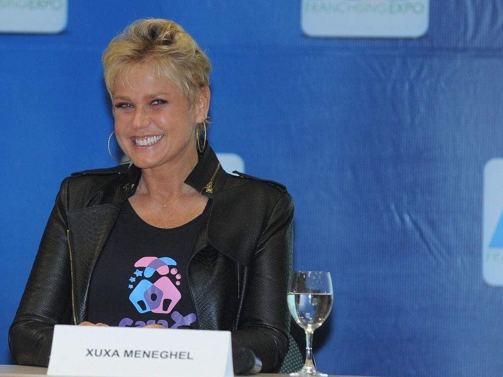 12.jun.2013 - Apresentadora Xuxa Meneghel inaugura espaço social em feira de negócios