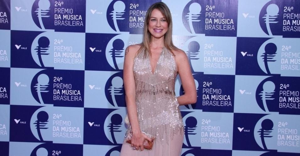 12.jun.2013 - Luana Piovani aposta em vestido brilhante 24º Prêmio da Música Brasileira, que acontece no Theatro Municipal do Rio de Janeiro