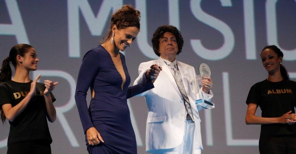 12.jun.2013 - O cantor Cauby Peixoto venceu as categorias de melhor álbum e cantor no 24º Prêmio da Música Brasileira, no Theatro Municipal do Rio de Janeiro