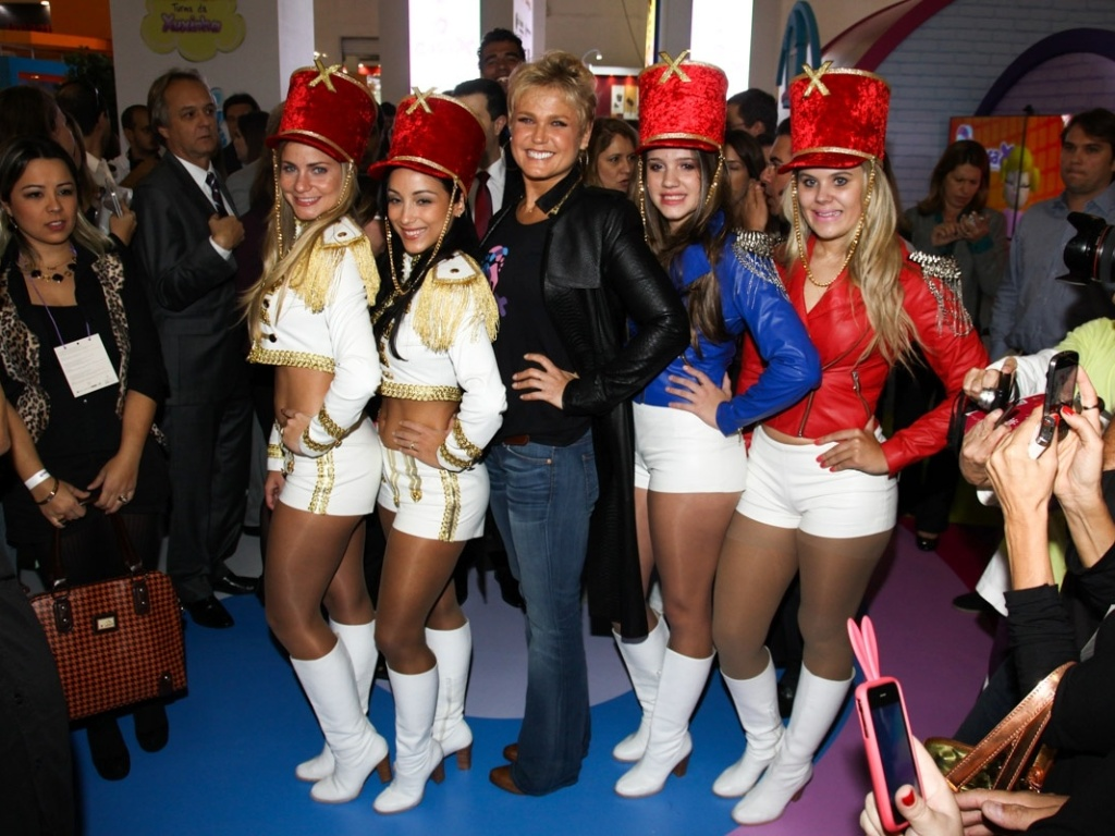 12.jun.2013 - Xuxa causa tumulto durante a 22ª ABF Franchising Expo, no Expo Center Norte, em São Paulo