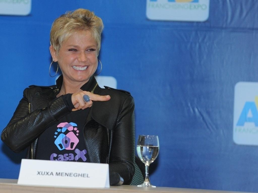 12.jun.2013 - Xuxa inaugura espaço social que arrecadará fundos para projetos de educação para crianças e adolescentes, em São Paulo. 15% do valor arrecadado será destinado a cinco instituições de caridade que cuidam de crianças, entre elas a Fundação Xuxa Meneguel