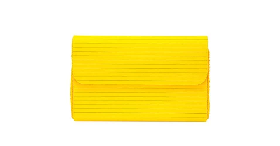 Bolsa estilo carteira; R$ 154,95, da Lança Perfume no Lets (www.uselets.com.br) Preço pesquisado em junho de 2013 e sujeito a alterações