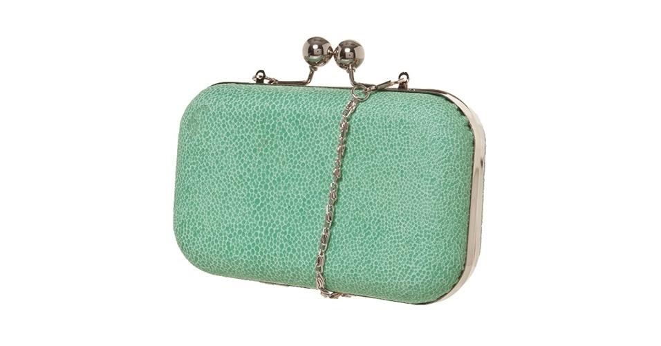 Bolsa tipo clutch com corrente; R$ 199,90, na Santa Lolla (www.santalolla.com.br) Preço pesquisado em junho de 2013 e sujeito a alterações