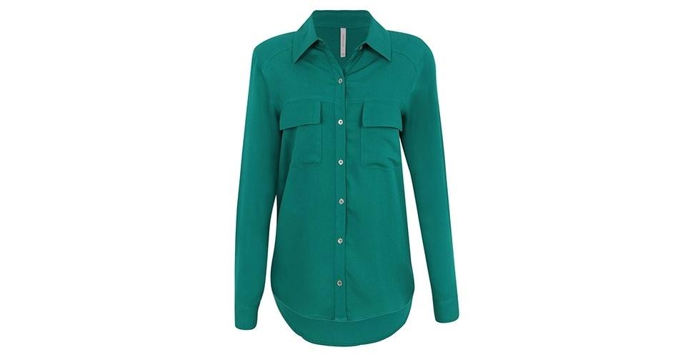 Camisa verde com bolsos frontais; R$ 89,90, na Renner (www.lojasrenner.com.br) Preço pesquisado em junho de 2013 e sujeito a alterações