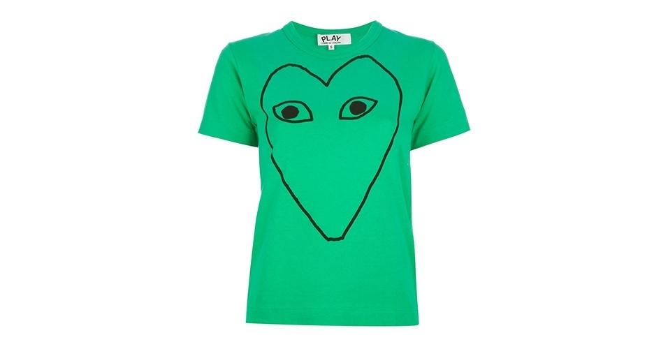 Camiseta verde estampada; R$ 520, da Comme des Garçons na Farfetch (www.farfetch.com.br) Preço pesquisado em junho de 2013 e sujeito a alterações