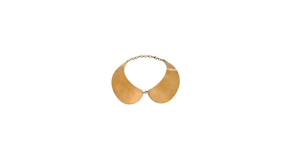 Colar dourado imitando uma gola avulsa; R$ 39,90, de Anne Fontaine para C&A (www.cea.com.br) Preço pesquisado em junho de 2013 e sujeito a alterações
