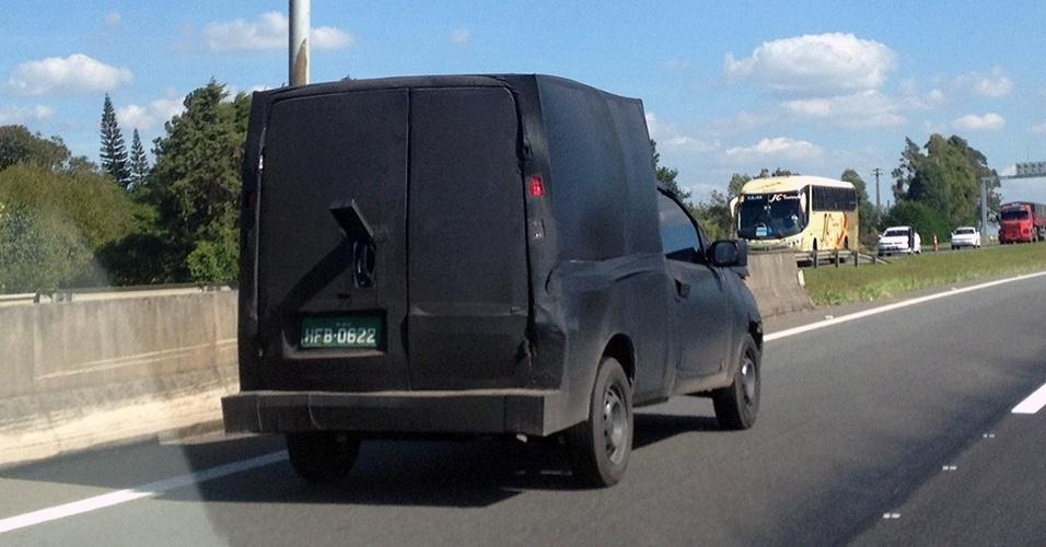 Leitor de UOL Carros Fernando Beretta flagrou este veículo camuflado na Rodovia José Roberto Magalhães Teixeira, em Campinas (SP); pelos formatos e pela placa de Betim (MG), trata-se da possível nova geração do Fiat Fiorino, agora feita sobre a plataforma do novo Uno