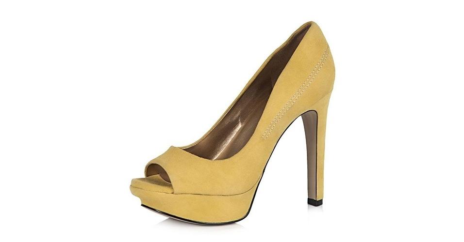 Sapato amarelo em modelo scarpin peep toe; R$ 109,90, no Olook (www.olook.com.br) Preço pesquisado em junho de 2013 e sujeito a alterações