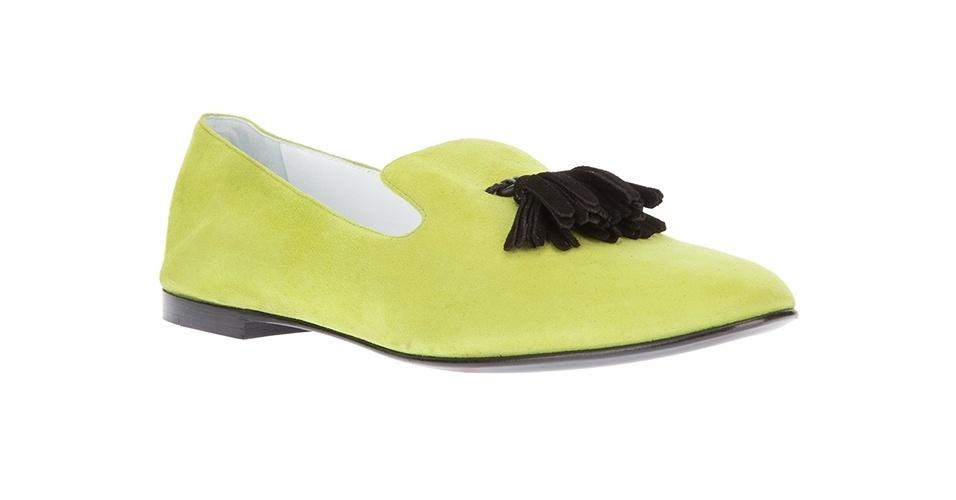 Sapato amarelo flúo em modelo slipper com detalhe de franja; R$ 2.240, de Giuseppe Zanotti da Farfetch (www.farfetch.com.br) Preço pesquisado em junho de 2013 e sujeito a alterações