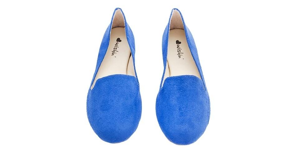Sapato azul modelo slipper; R$ 89, da Wishin na Tanlup (www.tanlup.com.br) Preço pesquisado em junho de 2013 e sujeito a alterações
