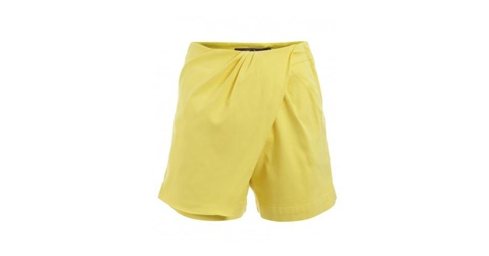 Shorts amarelo com frente assimétrica; R$ 86,10, da Eva no Shop2gether (www.shop2gether.com.br) Preço pesquisado em junho de 2013 e sujeito a alterações