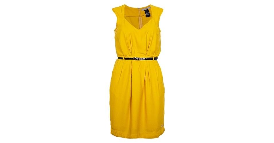Vestido amarelo com detalhe de cinto; R$ 414, da Colcci na Dafiti (www.dafiti.com.br) Preço pesquisado em junho de 2013 e sujeito a alterações